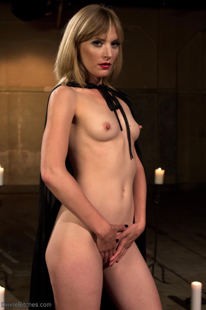 Natasha henstridge sexy film clip