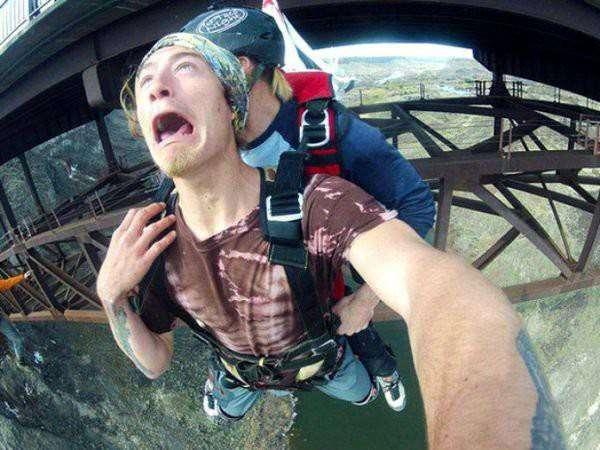 10 самых абсурдных селфи 2015 года (11 фото)