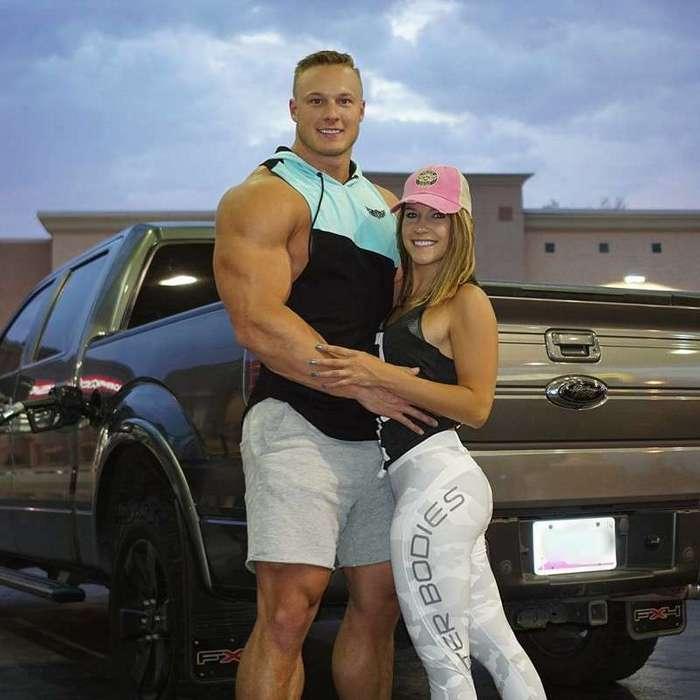 Он превратился из тощего подростка в гору мышц и выражает признательность за это своей жене-13 фото-