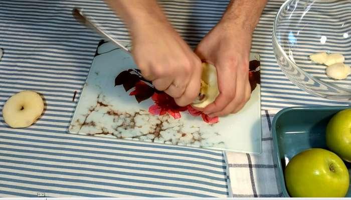 Запеченное яблоко с медом и корицей-8 фото-