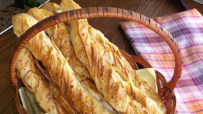 Вкусная закуска для просмотра фильма, пикника или к пиву. Хлебные палочки с сыром-1 фото + 1 видео-