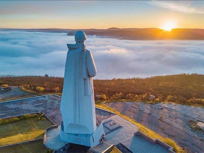 Памятник защитникам Заполярья поражает туристов-15 фото-