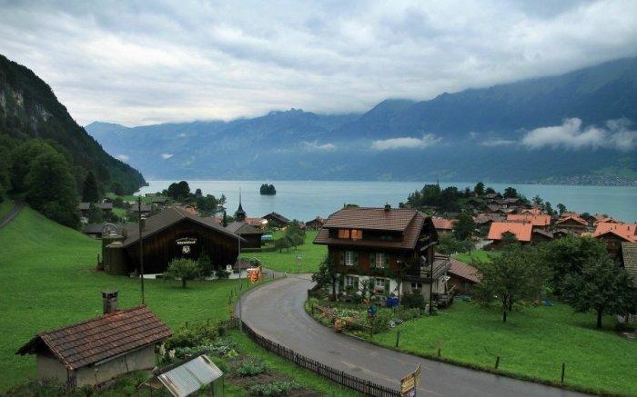 За переезд в альпийскую деревню швейцарцы заплатят желающим по 70 000 дол. подъемных, но надо выполнить ряд условий