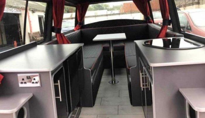Из Volkswagen Transporter сделали уникальный кемпер с мангалом под капотом-13 фото-