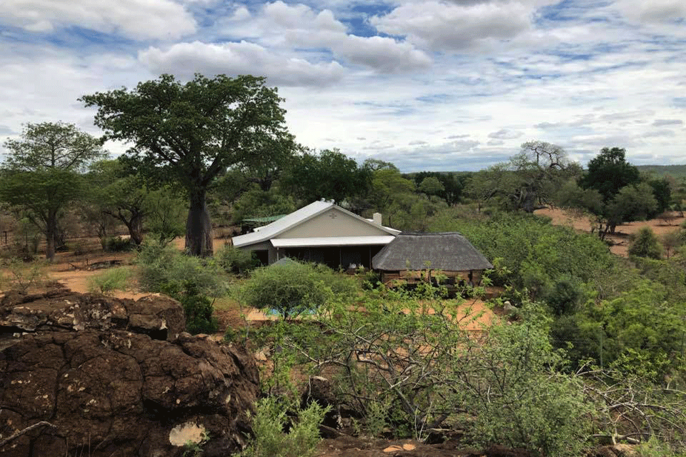 MAKULEKE'S BOABAB HILL BUSH HOUSE