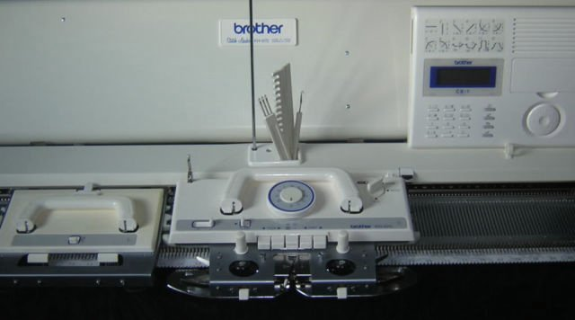 An article about what is a knitting machine.  Includes resource links. #machine knitting #knitting machine #machine knits