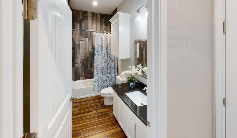3918-Pennine-Way-Bathroom