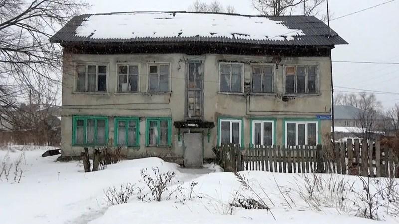 Жителей аварийных домов в Камешково переселяют в дома с коммуналкой в 10 тысяч рублей