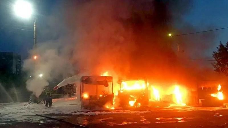 МЧС: автобусы «АДМ» в депо на Гастелло подожгли