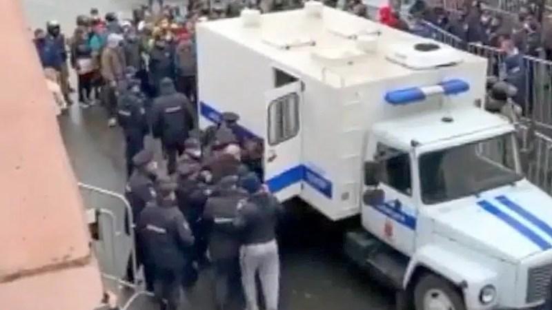 Во Владимире десятки фанатов «Шинника» арестовали до пяти суток