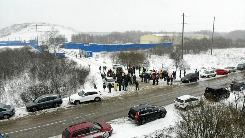 Александровцы живым щитом блокировали завоз московского мусора