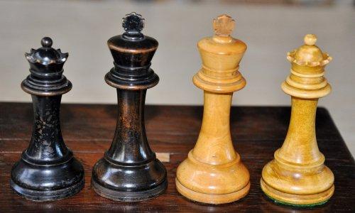"British Chess Company Popular Staunton Antique Chess Set, 4-0"" King"