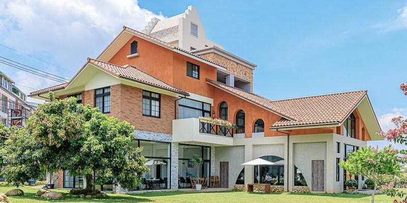 台中景觀餐廳推薦,獨棟好拍橘白洋房,落地大窗與大片草地好愜意,同時也是寵物友善餐廳!