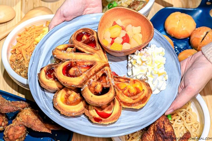 20201227230910 53 - 熱血採訪│台中秘境咖啡廳,綠意庭園搭配美麗燈泡好浪漫,還有麵食、披薩與炸物可以享用!