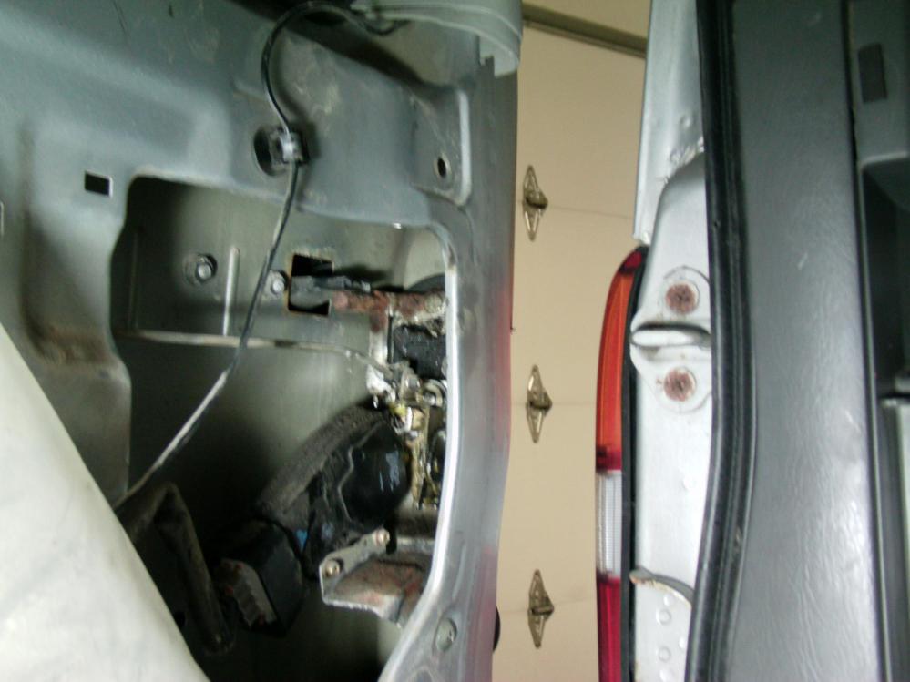 medium resolution of  2004 chevy tracker rear hatch won t open dsc00030 jpg