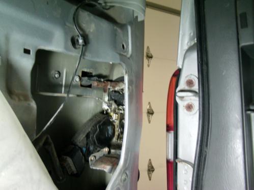 small resolution of  2004 chevy tracker rear hatch won t open dsc00030 jpg