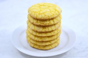 Easy Lemon Crinkle Cookies - Chew Nibble Nosh