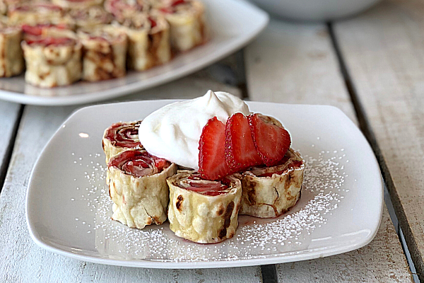 Strawberry French Toast Pinwheels