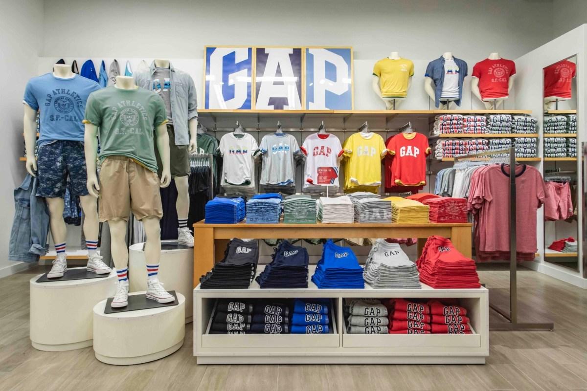 全新gap Outlet提供多款繽紛色系商品,讓消費者享受挖寶的樂趣。