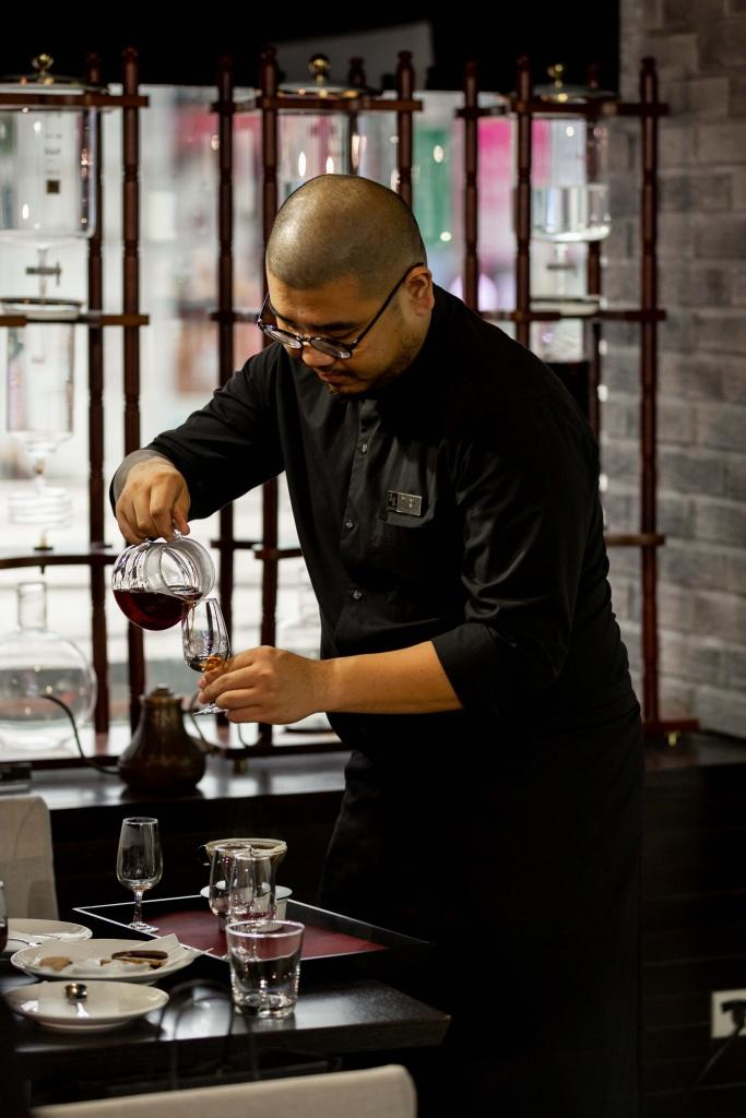 湛盧咖啡師現場展演精湛手沖咖啡技術