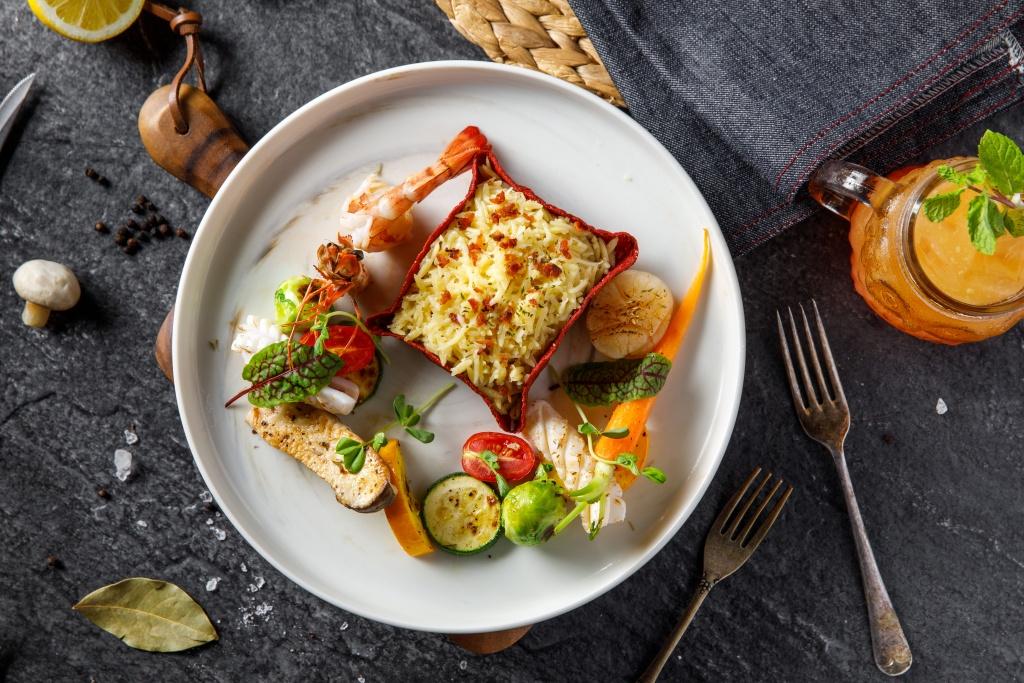 Hooters信義店限定菜色海鮮義大利米麵佐紐澳良時蔬