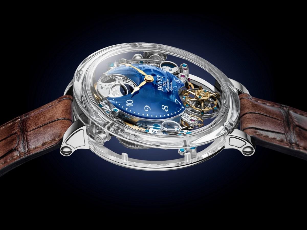 Récital 26 Brainstorm® Chapter One 透明藍色石英圓弧形錶盤,將機芯不同層次的美態展露眼前