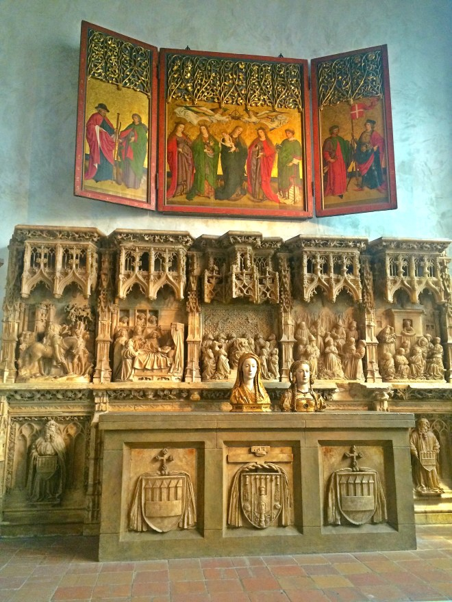 [Alter Predella and Socle & Busts of Female Saints]
