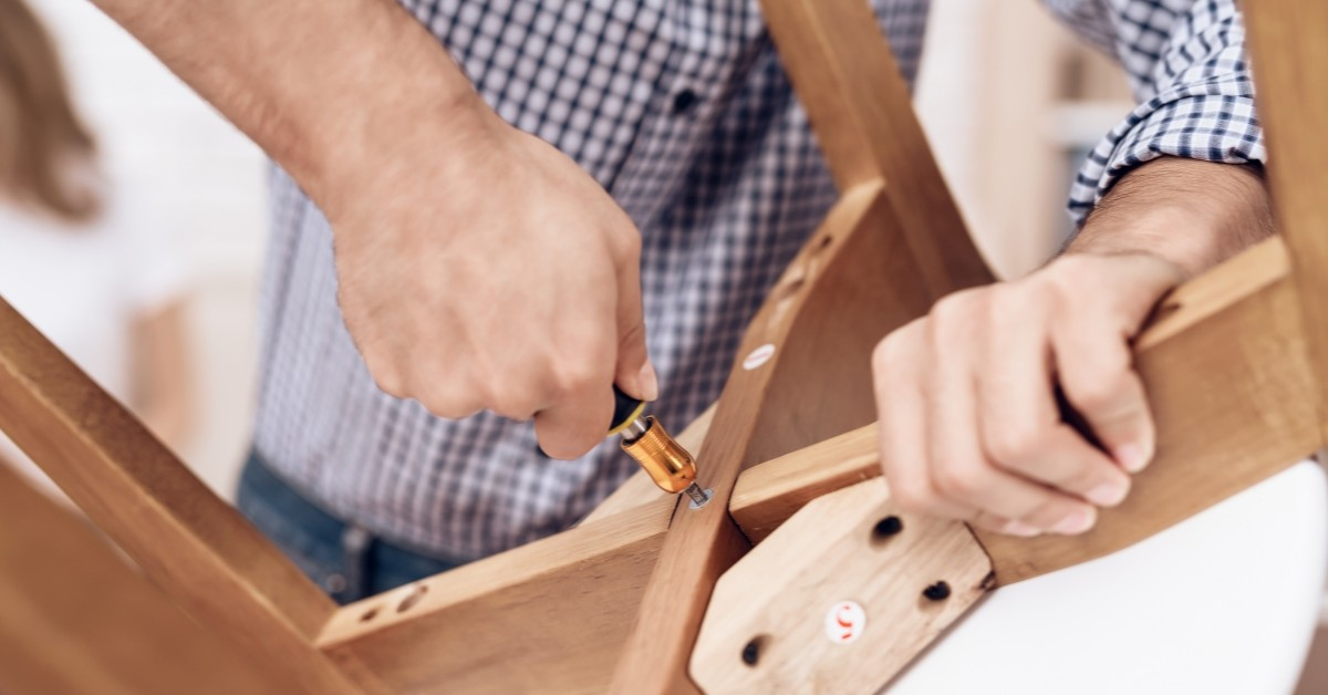 reasons to hire a local cheyenne handyman www.cheyennehauling.com
