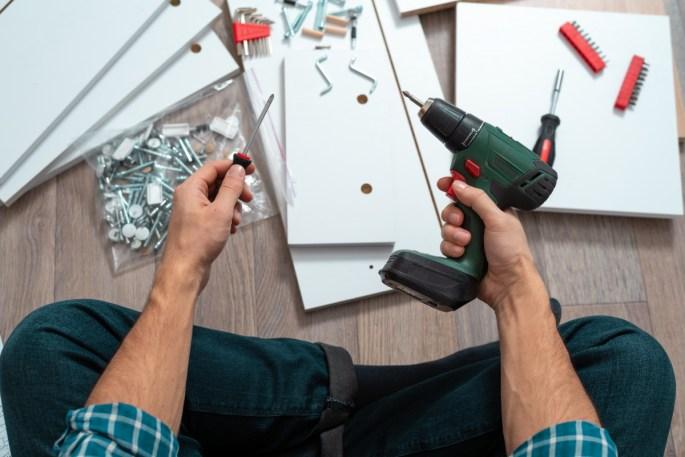3 signs you need a local cheyenne handyman www.cheyennehauling.com