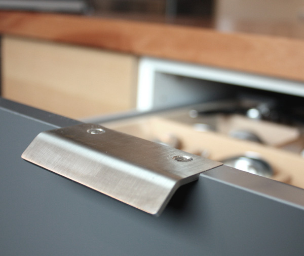 ikea kitchen cabinet handles red canister set for details : chezerbey