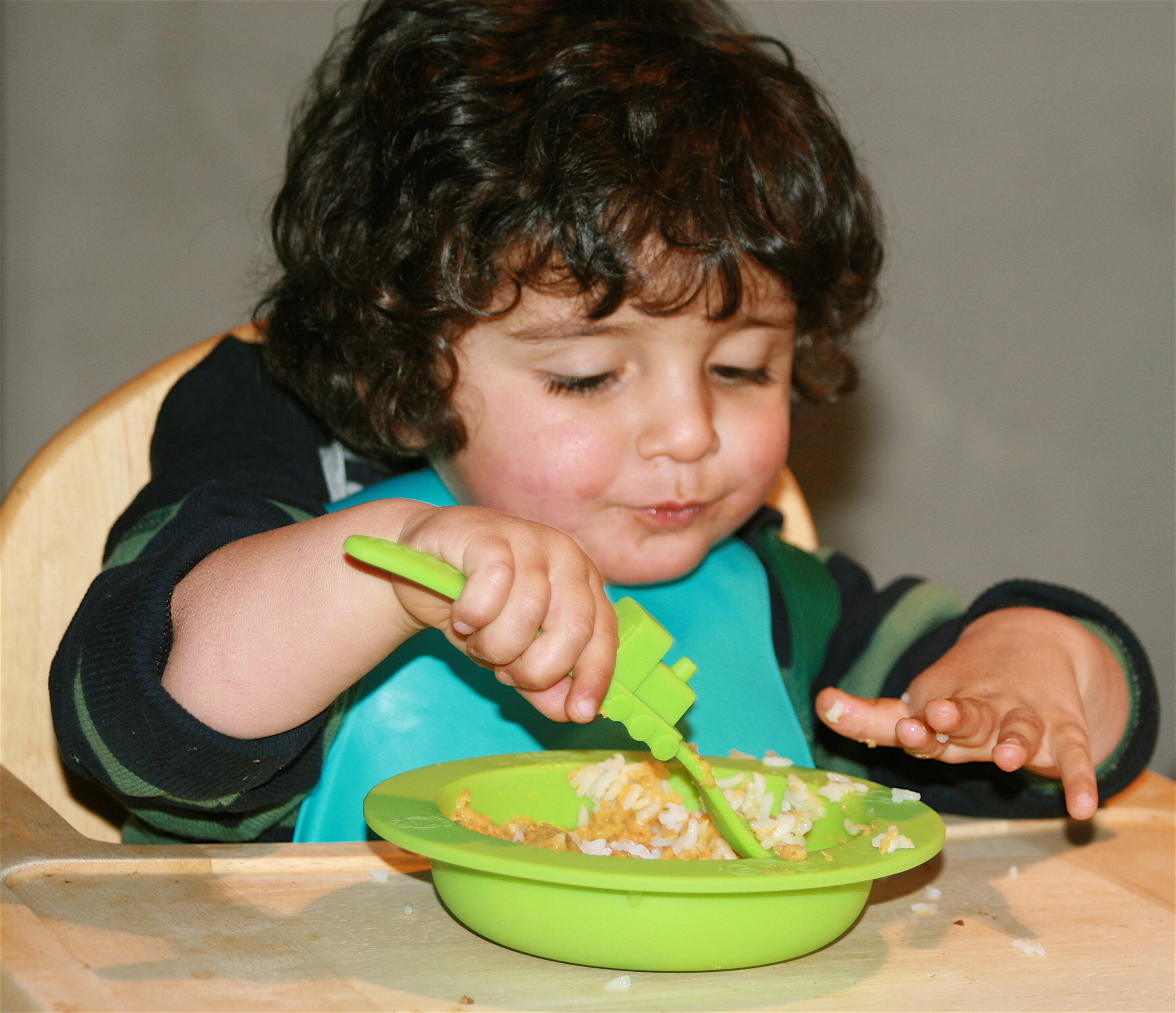 eating chair for toddlers white wicker rocking uk when can a child feed himself? - care corner