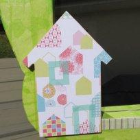 La maison recouverte de papier à motif