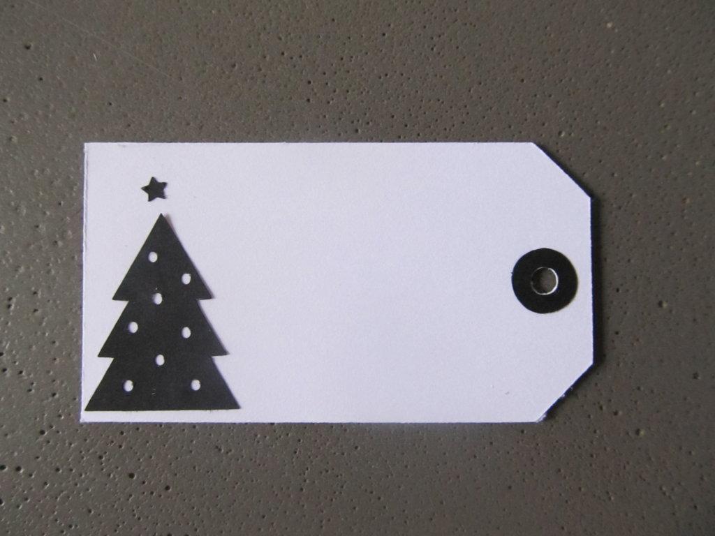 cadeau de noel, étiquette blanche et noire (8)