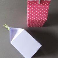 Un petit contenant style boîte de lait...
