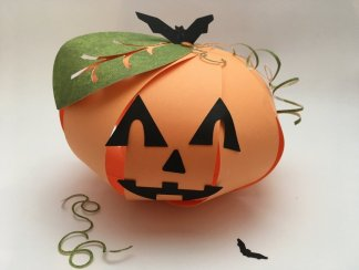 Citrouille en papier orange DIY