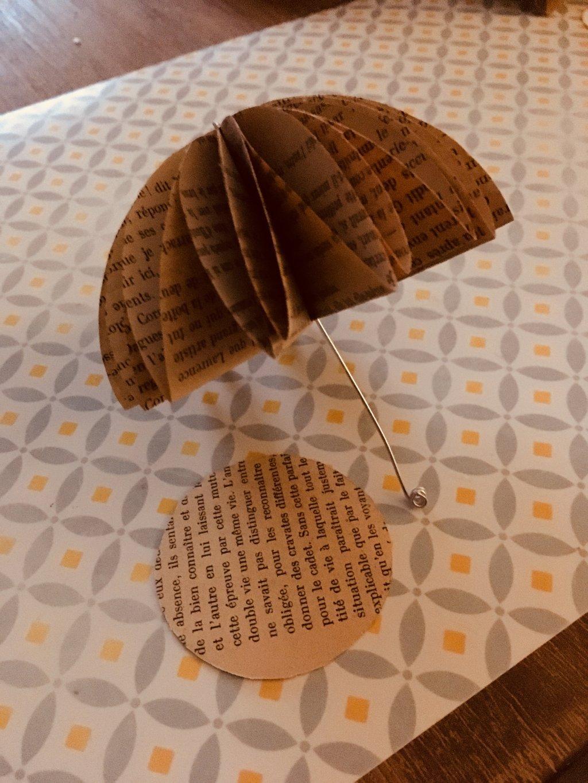 parapluie en page de livre