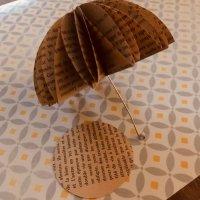 Parapluie en papier pour célébrer l'automne