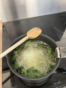 sirop de menthe dans la casserole