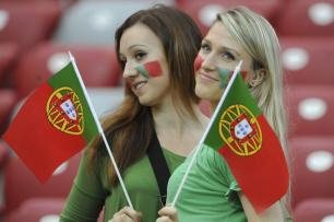 euro-2012-portugal-soccer-fans-pose-before-euro-2012-quarter-final-against-czech-republic-in-warsaw-20120621201523-4600