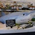Requin vivant sur un étal