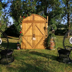 Arche portes de grange location décorations et mobilier de cérémonie Tours 37 indre et loire
