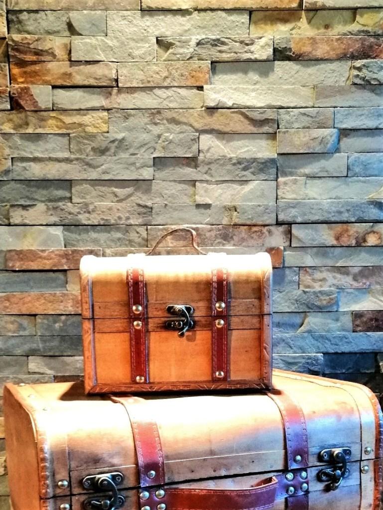 Location petit coffre bois et cuir alliances mariage Tours 37 indre et loire décoration