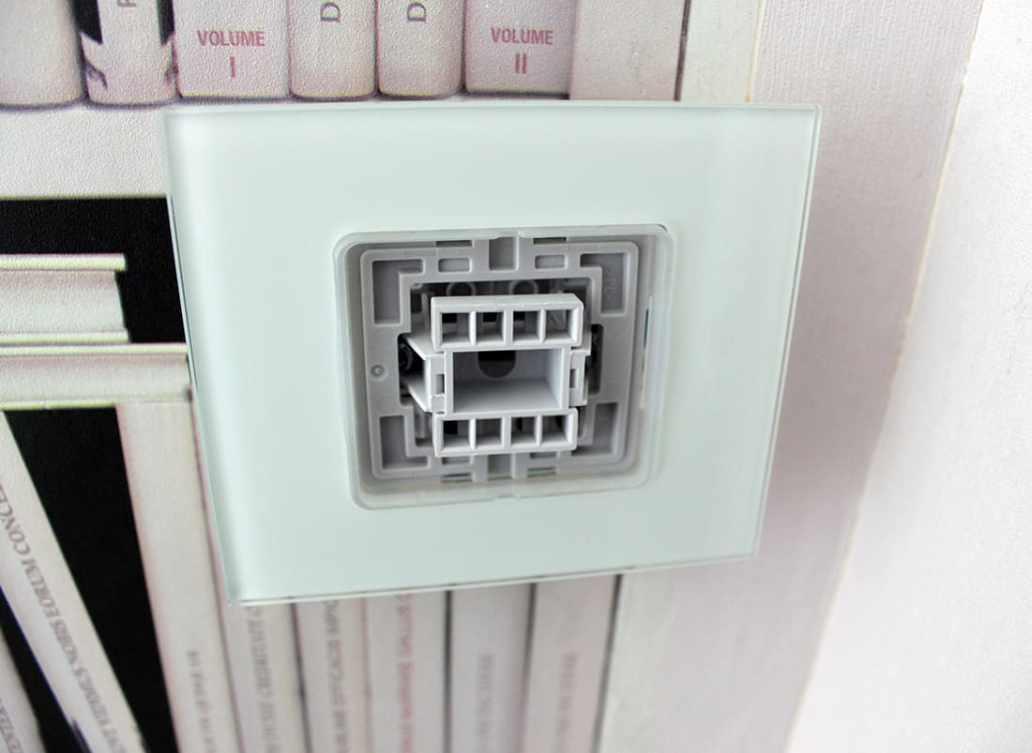 remise de la partie en plastique interrupteur - Comment installer un interrupteur ?