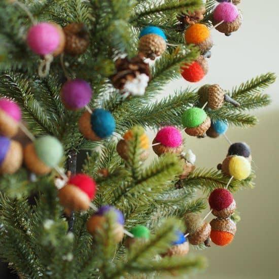 guirlande de gland  - Noël : 11 DIY faciles pour une déco réussie