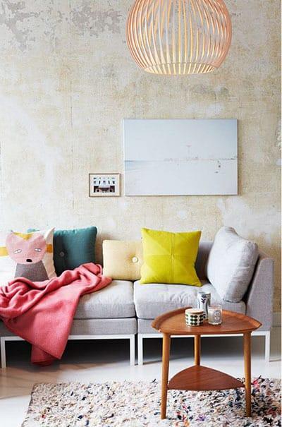 coussin colore pour le salon - Pinterest : ajouter de la couleur dans le salon