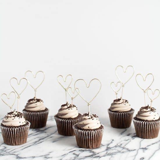 des cupcakes au chocolat pour la saint valentin - Saint Valentin : 11 do it yourself déco pour un cadeau romantique