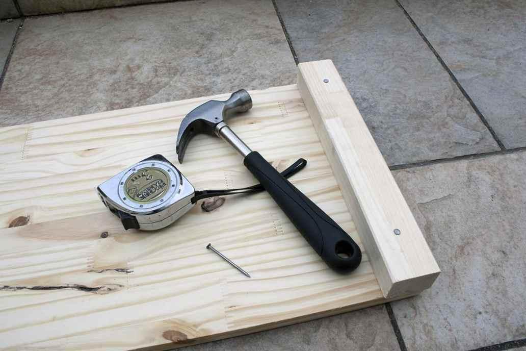 clou tasseau bois diy - Apprendre à fabriquer un carré potager autour d'un DIY