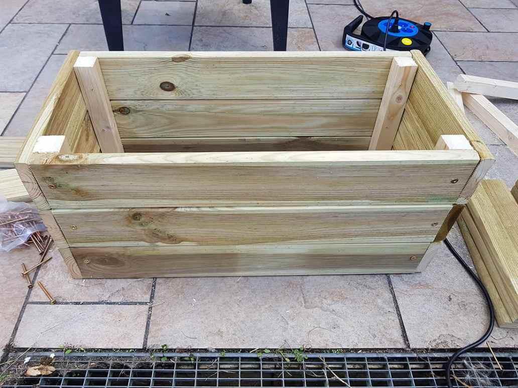 jardiniere terminée - DIY : fabriquer une jardinière en bois pour le jardin