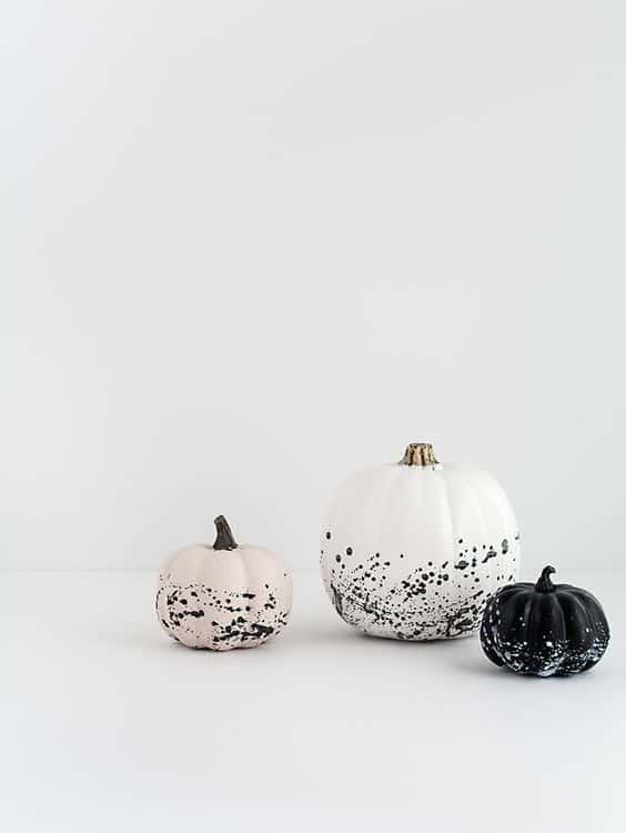 citrouille d'halloween avec des eclaboussures de peinture