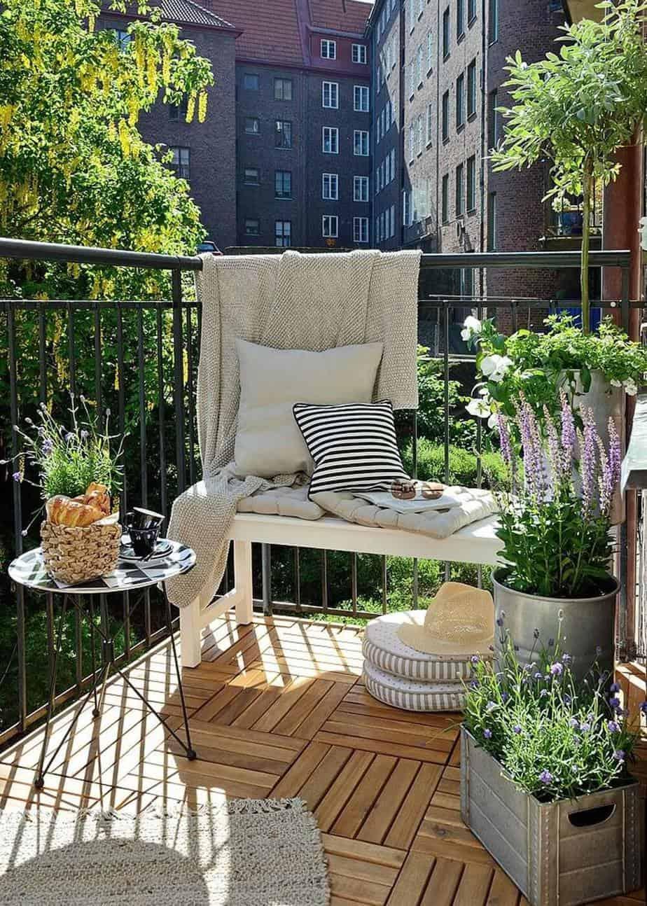 un balcon plein soleil fleuri - 5 astuces pour réussir l'aménagement du balcon